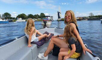 bootje varen in Friesland