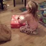 Pakjesavond: een Elsa jurk, een K3 microfoon, een verdwenen pakje en veel pizza