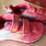 En toen kocht ik toch die roze lichtgevende sneakers van Geox voor de peuter