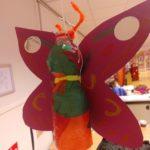 Lampion knutselen in de klas met de jongste (het moest een vlinder worden)