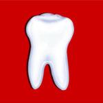 De kleuter is zo blij: de eerste tand is eruit.