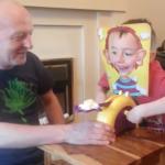 Geestige video: dubbel liggen om het slagroomspel ('slagroom snoet')
